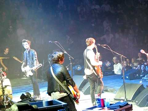 Trani, Kings of Leon live at Madison Square Garden 1-29-09