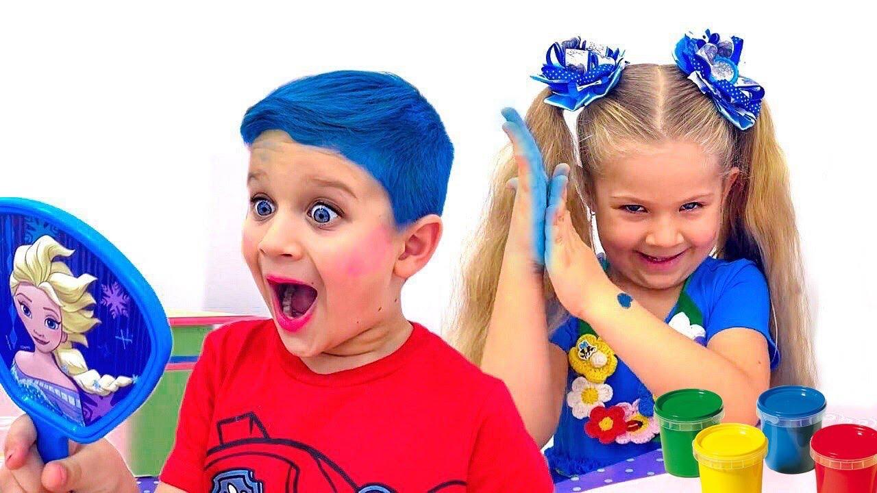 Download Diana juega con kits de maquillaje para niños