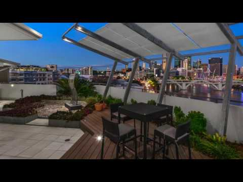 Brisbane City - Glamorous House-Sized Penthouse with Dramatic River Backdrop - 355 sqm
