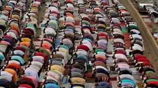 "Muslims gather at Bangladesh's ""mini-Hajj"""