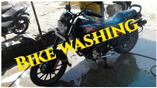 Bajaj avenger 220 street // bike washing // बाइक की धुलाई लोकल मकैनिक द्वारा
