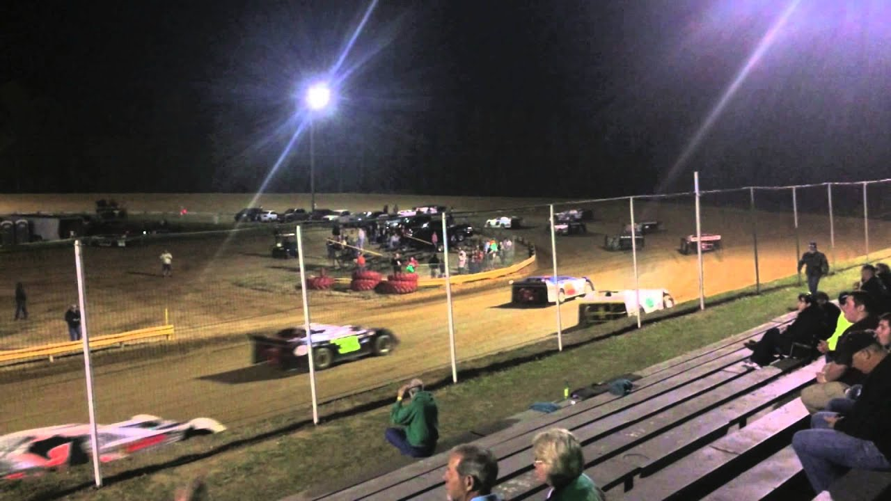 Dublin Motor Speedway - Dublin, North Carolina - Racing action!