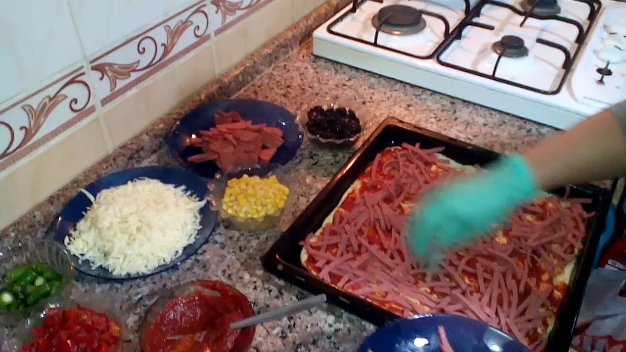 Evde Kolay Pizza Tarifi Videosu