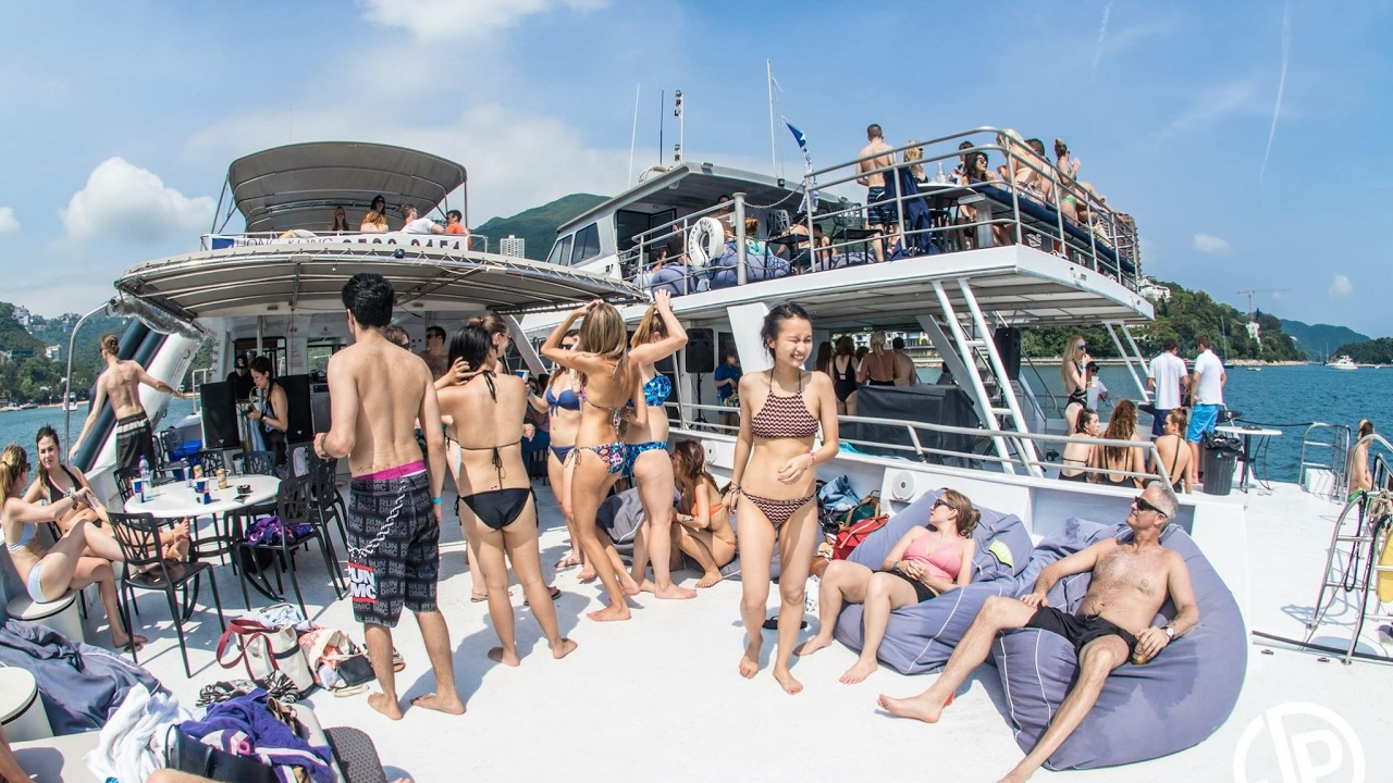 Ultimate junk boat party run by Hong Kong Yachting
