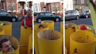 عمال في موقع بناء محاكاة لعبة «Whack-A-Mole» (فيديو)