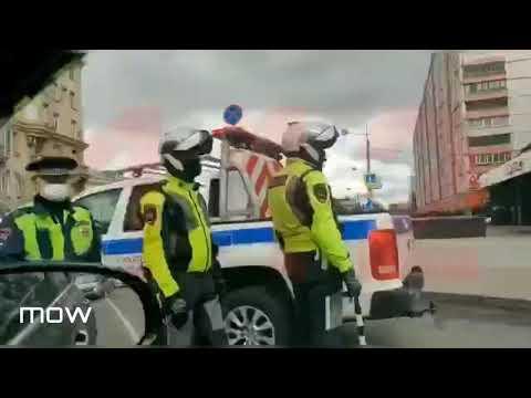 """Неизвестный захватил заложников в отделении """"Альфа-банка"""" в Москве и угрожает взорвать его"""