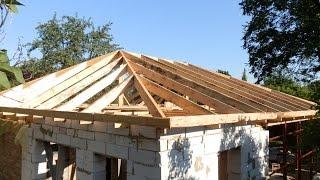 видео Крыша дома своими руками: пошаговая инструкция по монтажу