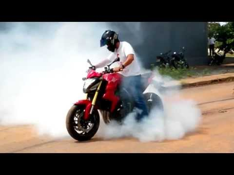 CB1000R Vermelha - Burnouts!