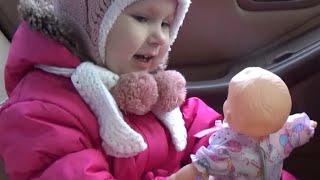 Пришла зима! Алиса едет за покупками с мамой и папой !!!