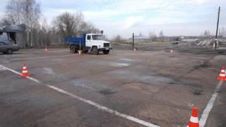 Выполнение упражнения заезд в гараж задним ходом грузового автомобиля(, 2015-04-20T11:43:14.000Z)