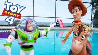 Woody and Buzz Swimming Pool Adventure in Toy Story 4 Jail Playset