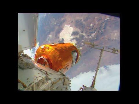 "JAXA Cargo Ship ""Kounotori""  Arrives at the Space Station | Video"