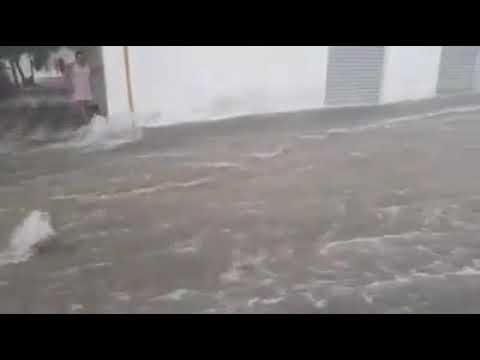 Chuva forte alaga ruas em Caicó