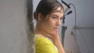 Chelsea Islan Hiasi Cover Majalah Dewi Edisi Desember dalam Balutan Setelan Chanel