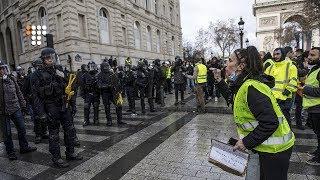 Що обурює протестувальників у Франції, наступниця Меркель та чи працюють санкції проти Росії