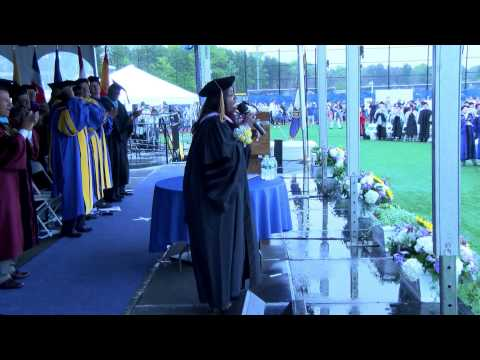 Gloria Gaynor Performs I Will Survive For Class Of 2015 - Dowling College Commencement 2015