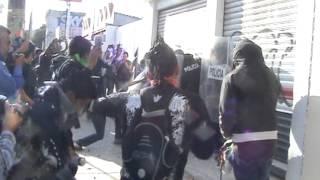 """Destrozos, detenidos y heridos; saldo del enfrentamiento entre PEP y Punks en el """"2 de Octubre"""""""