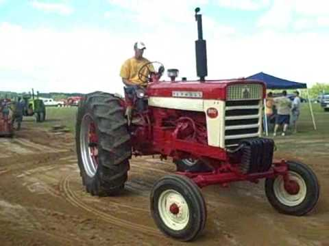 IH 560 Tractor Pulling At Moon Lake Show