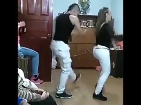 Manea tu chapak chapak dance