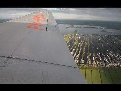 Dakota DC-3 PH-PBA Eindhoven-Schiphol Fullflight 19-09-2015 (DutchPlaneSpotter)