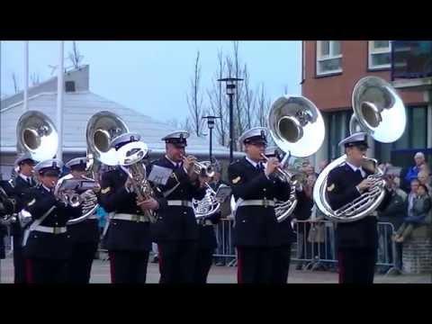 Marinierskapel o.l.v. majoor Schaars speelt de Taptoe in Den Helder tgv Koningsdag 2014