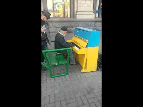 Kiev 'deki piyanocu dayı