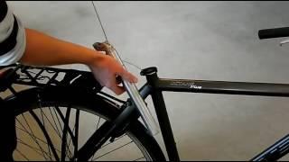 Hoe monteert u de Safety Guard EA GPS in een fiets