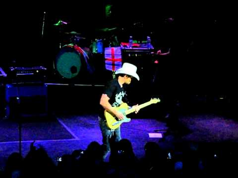 Best Guitar Solo Ever - Brad Paisley - She's Her Own Woman / London 2010