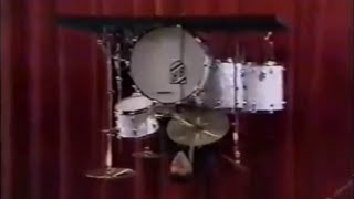 Buddy Rich plays the drums upside down (1975)