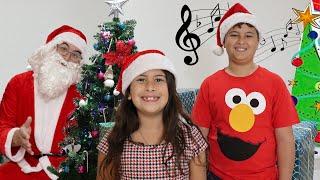 Música No Natal ♫ As Rodas do Ônibus versão Natal | Wheels on the Bus in the Christmas version