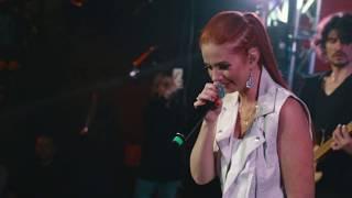 Смотреть клип Лена Катина - Нас Не Догонят | Live