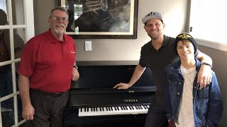 Vanessa Carlton Helps Give New Piano to Man Who Played in Hurricane Harvey Flood thumbnail