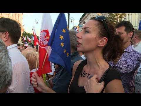 Thousands protest Supreme Court reform passed by Polish parliament