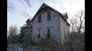 Last Occupied: 1992. An Abandoned Farmhouse