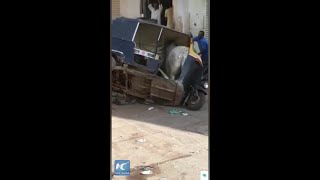 Bull gets stuck inside auto rickshaw while fighting with rival
