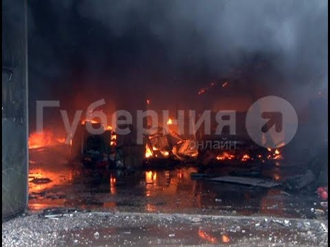 Здание автосервиса в Хабаровске могло загореться из-за сварочных работ. MestoproTV