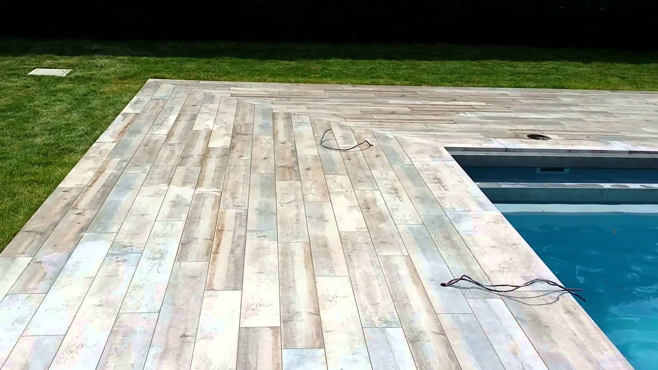 Carrelage terrasse piscine youtube for Carrelage exterieur imitation bois