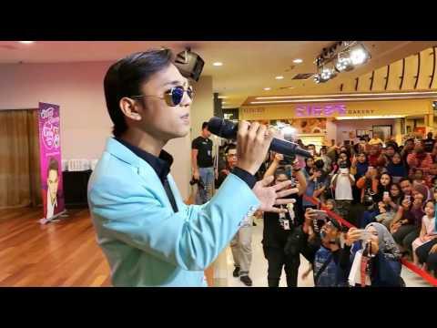 Aiman Tino singing live
