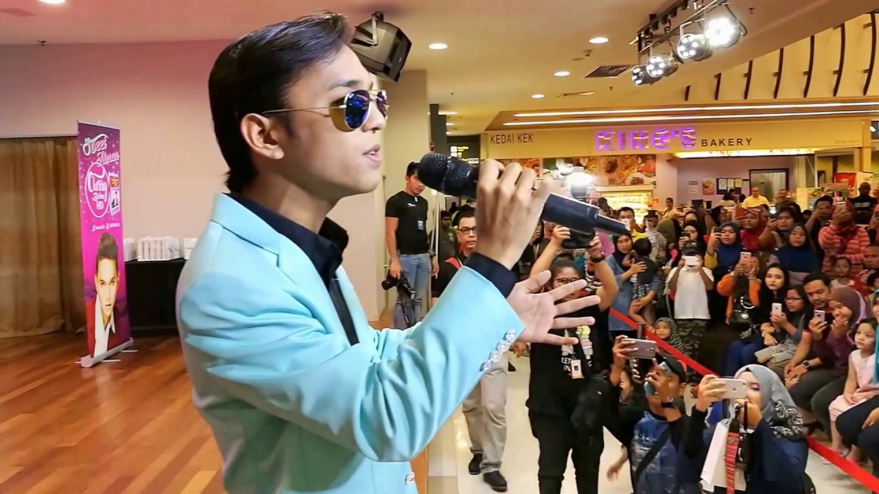 "Download Aiman Tino singing live ""Permata Cinta"""