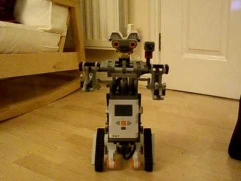 "Lego Mindstorms nxt ""Johnny 5"" - YouTube"