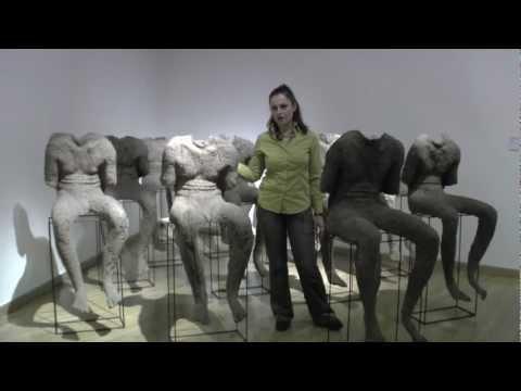 Od Tiziana po Warhola: Magdalena Abakanowicz—12 sedících postav