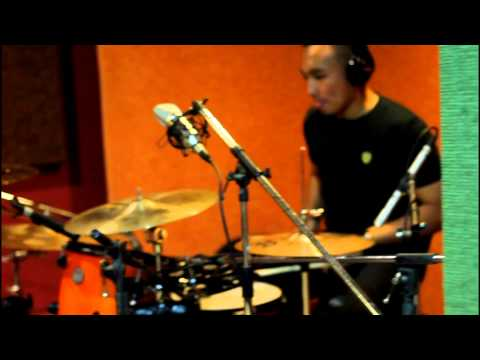 Alesi Pasaribu - Renegade by AgnezMo (Drum Cover)