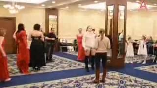 видео Красивые вечерние платья: какие они?