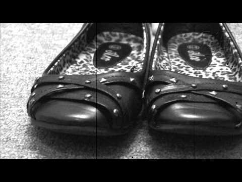 frag-mutti---stinkefüsse-/-smelly-shoes