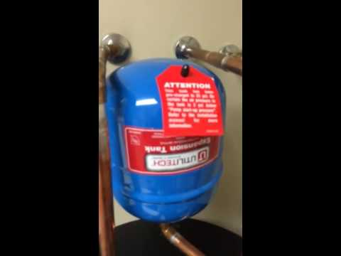 Noise in water pipes - YouTube