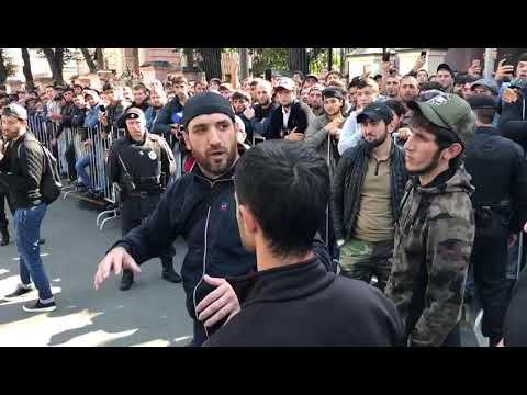 Moskvada Myanma səfirliyinin qarşısında etiraz aksiyası