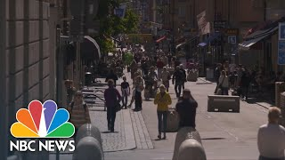 Baixar Sweden's 'Stay Open' Strategy Fails To Support Its Service Economy | NBC News NOW