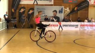Девушка на велосипеде, феноменальные трюки.(Прекрасная девушка, творит фантастические чудеса на велосипеде., 2015-09-20T12:34:57.000Z)