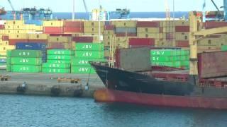 Containerschiffe im Frachthafen Gran Canaria - Las Palmas als WIrtschaftszentrum  Kanarische Inseln