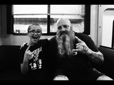 Kirk Windstein of CROWBAR: new record, Phil Anselmo's house being haunted,  & Walmart greeters!